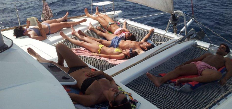 Katamaran innen  Segelboot Ibiza vs. Katamaran - Formentera