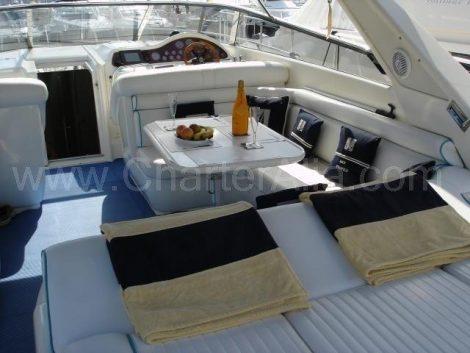 Cockpit der Motoryacht Camargue 46 zur Miete auf der Insel Formentera