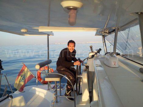 Kapitän des Katamarans auf Ibiza