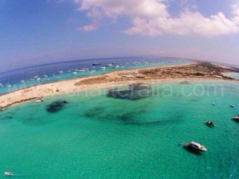 Schöne Aussicht auf Formentera vom Boot
