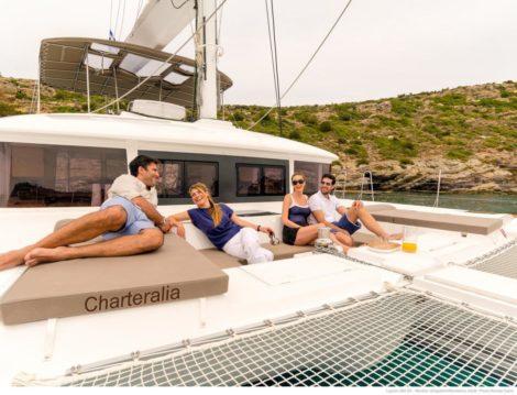 Blick der Kanzel mit Sofa auf dem Luxusyacht in Ibiza