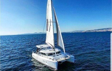 Geniessen Sie die Frontansicht des Lagoon 420 in Ibiza und Formentera