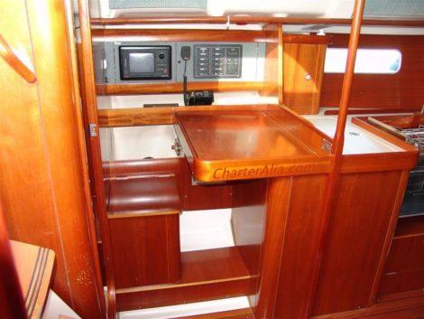 Kapitaensstuhl auf Oceanis 351 Segelbootcharter in Ibiza und Formentera