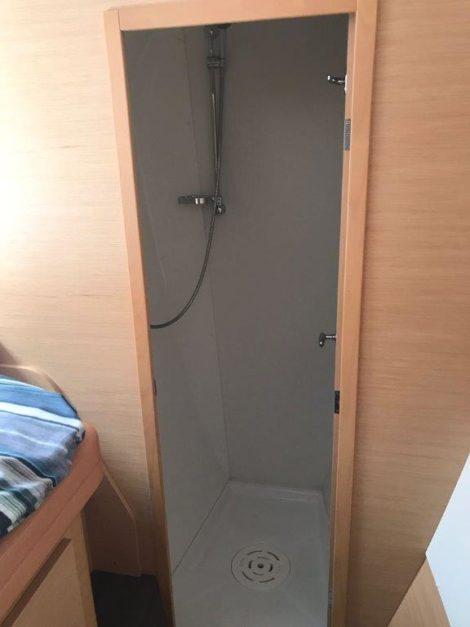 Lagoon 420 Bootsverleih in Ibiza mit getrennter unabhaengiger Dusche