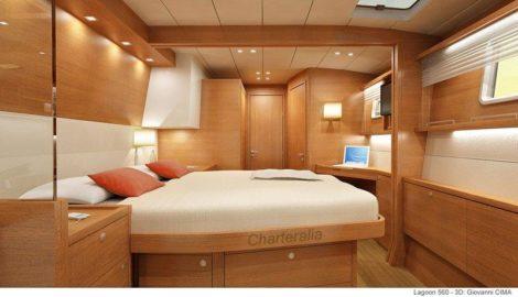 Luxuskabine mit Bad in der Lagoon 560 Katamaran fuer Charter in Ibiza