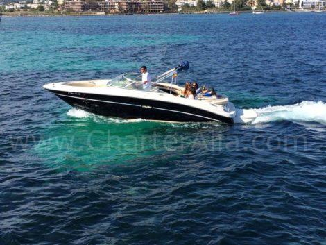 Sea Ray Schnellbootverleih fuer eine Bootsfahrt im Mittelmeer