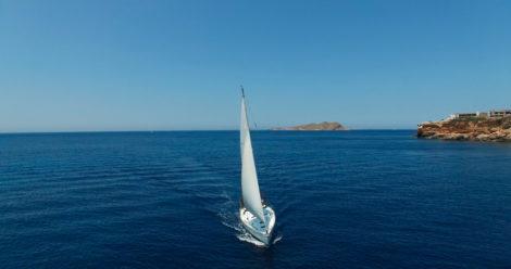 Segelboot-in-Ibiza-segelt