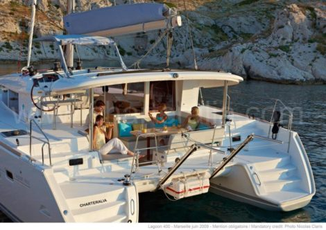 Terrasse am Ruecken Miete ein Katamaran in Ibiza Formentera