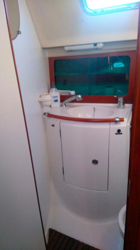 Toilette-Oceanis-Beneteau-383-Balearen-Inseln