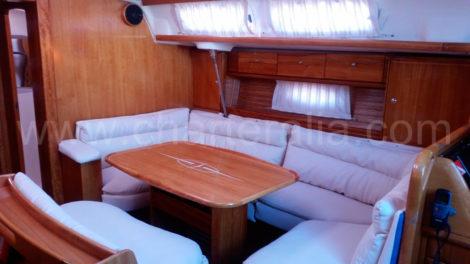 Polsterung-eines-neuen-Segelbootcharter-in-Ibiza