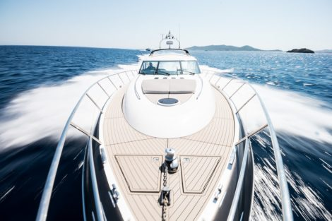 Bugdeck auf Princess V65 Yacht