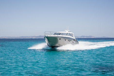 Erstaunliche Luxusyacht Princess V58 segelt auf Ibiza