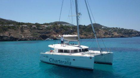 Mieten Sie den Katamaran Lagoon 400 in Ibiza und Formentera mit Klimaanlage