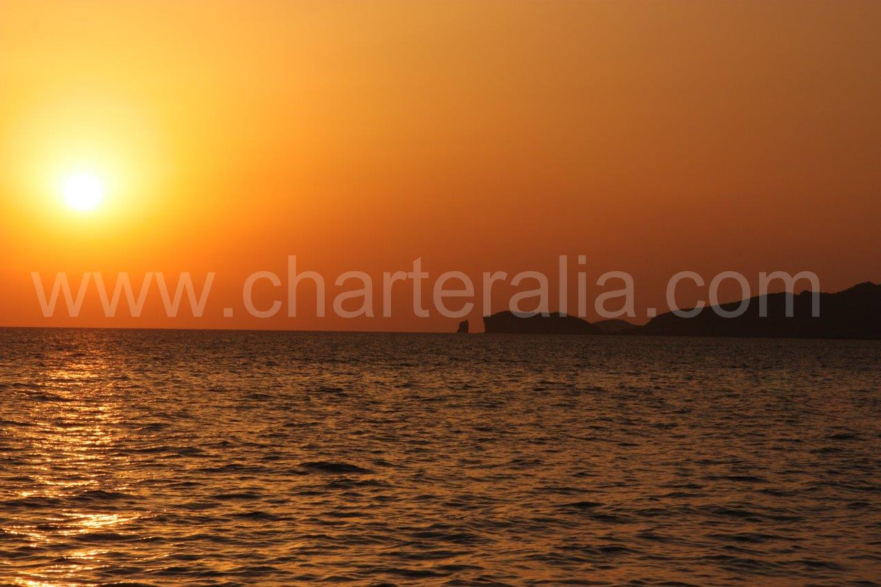 Instructions and tips for the Ibiza best beaches catamaran