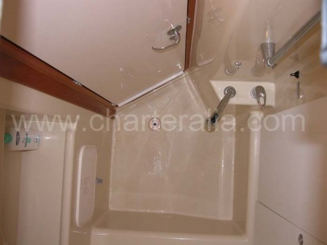 Shower sailing boat Dufour 400 Ibiza