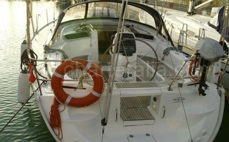 stern sailing-boat hire ibiza bavaria 37