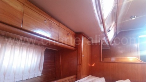 Wood in excellent shape sailing vessel