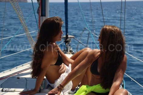 vessel with women sailing ibiza