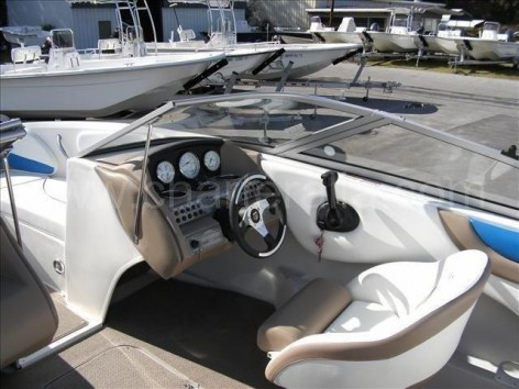 Control panel of the Mariah SX20 speedboat