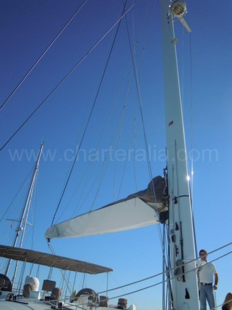 Mast and boom of the Lagoon 620