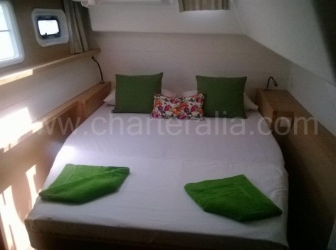Great double room of the catamaran Lagoon 450