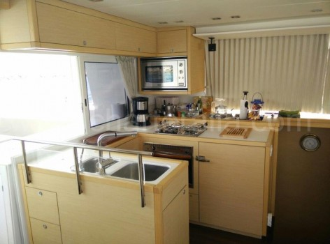 Kitchen on board of the catamaran Lagoon 450