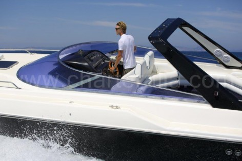 Sunseeker Thunderhawk 43 with captain
