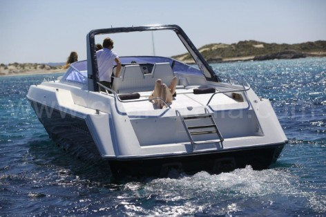 Taking it easy on board of the Sunseeker Thunderhawk 43