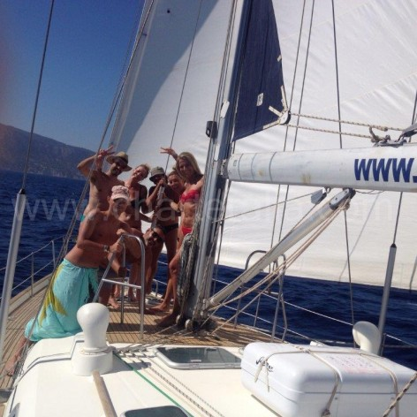 Clients rent boat in Eivissa Charteralia