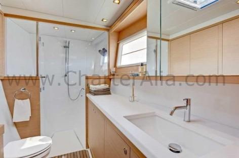 Bathroom aboard Lagoon 450 SporTop catamaran charter in Ibiza