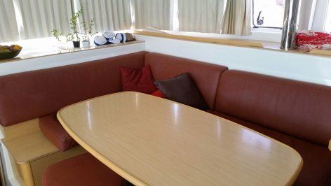 Living room Lagoon 400 2012