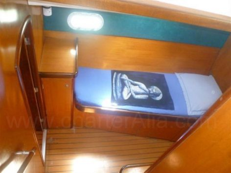 Additional single bed on starboard hallway on board Lagoon 470 catamaran hire in Ibiza and Formentera