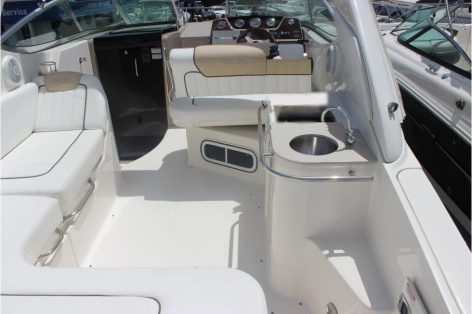 Cockpit of the motor boat Sea Ray 270 in Ibiza for rent with skipper