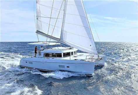 Boat charter Ibiza and Formentera catamaran Lagoon 420 Side View