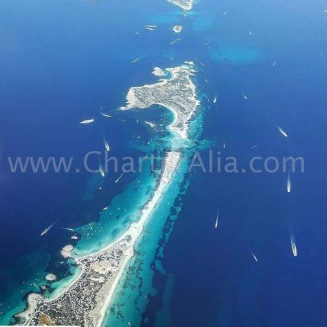The passage of Es Trucadors separates the island of Formentera and that of Espalmador