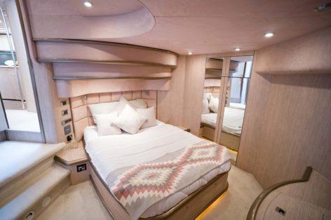 Cabin for overnight charter Sunseeker Predator 75