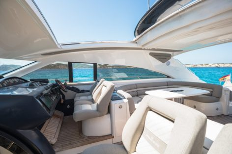 Cockpit with retractable roof on the Princess V65