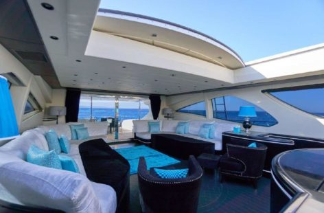 Retratable ceiling on the main deck of the Mangusta 130 yacht in Ibiza and Formentera