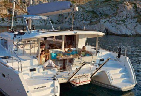 Catamaran rental Lagoon 400 2018 with Air Conditioning