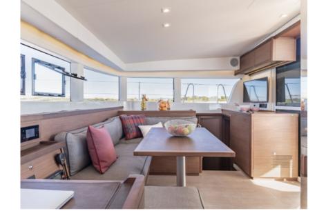 living room catamaran Lagoon 40 2020