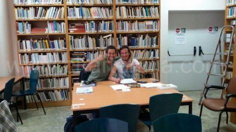 Etudiant a la bibliothéque d Ibiza avec Jose zorrilla