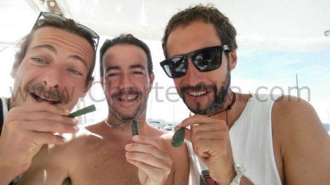 Photo de groupe avec le capitaine Jose location de bateau iles baleares