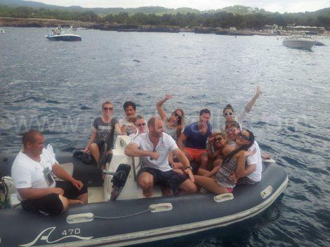 CBBC ibiza avec un service de canot pour les bateaux