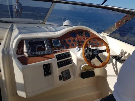 Cockpit du Sunseeker 46 Ibiza