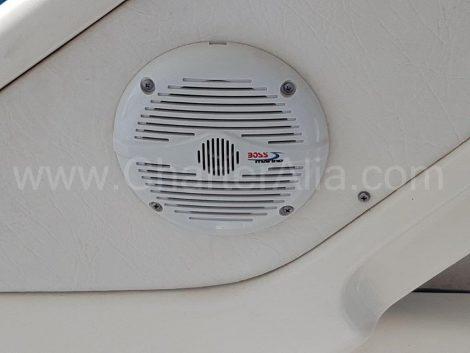 Haut-parleurs dans le cockpit Sunseeker yachts