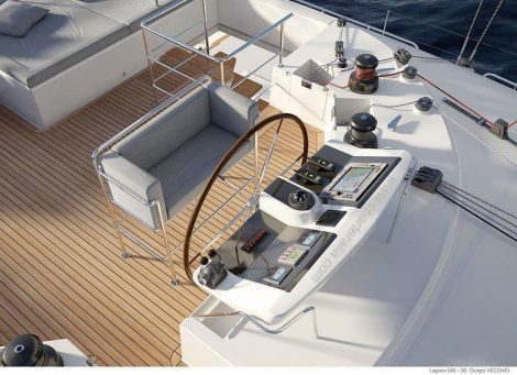 cockpit du avec barre-catamaran-ibiza