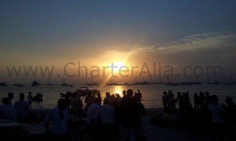 Admirer le coucher du soleil depuis le Beso beach à Formentera