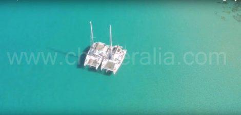 Catamarans dans la piscine naturelle de Cala Conta