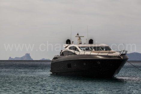 Magnifique yacht au large ile ibiza