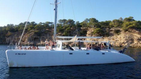 enterrement de vie de jeune fille catamaran ibiza